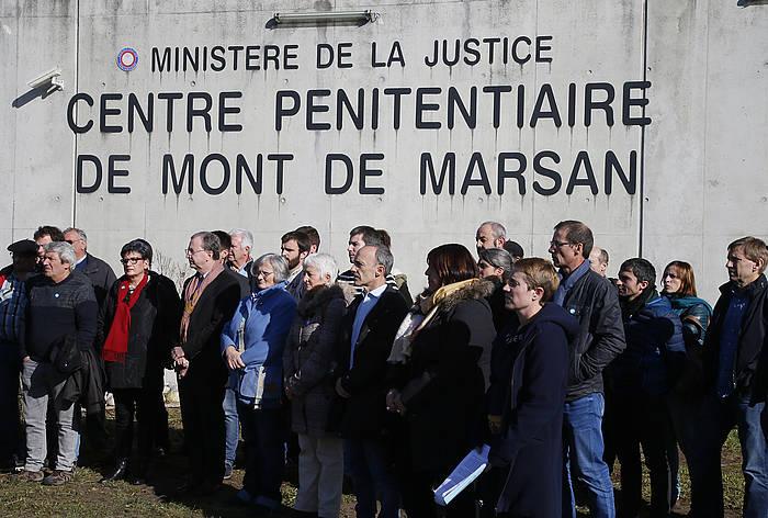 Eragile politiko eta sozial ugari, Mont-de-Marsango espetxe atarian. ©/ Bob Edme