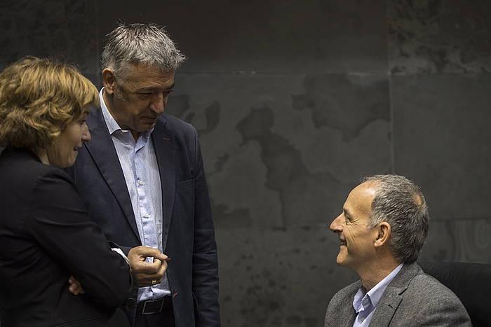 Arantxa Izurdiaga, Koldo Amezketa eta Adolfo Araiz, Parlamentuan, apirilean ©Jagoba Manterola / Foku