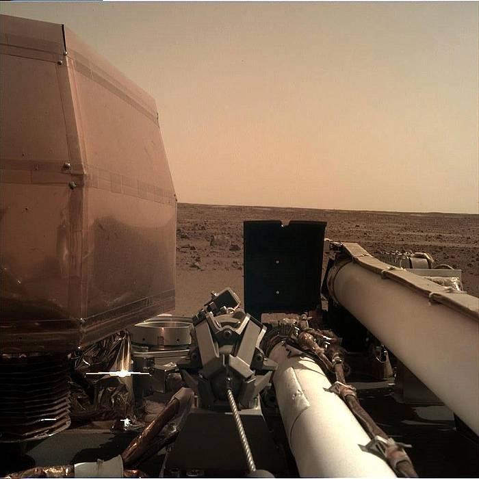 'InSight' ibilgailuaren kamera batek Marten ateratako argazkia. ©NASA