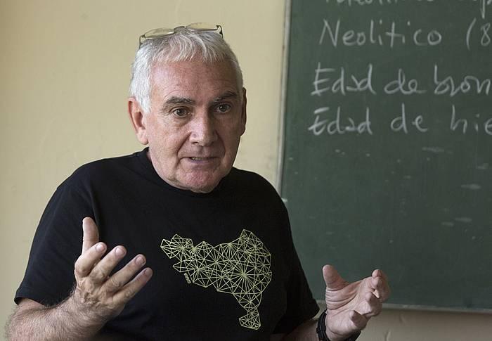 Joseba Sarrionandia idazlea Habanako unibertsitatean.
