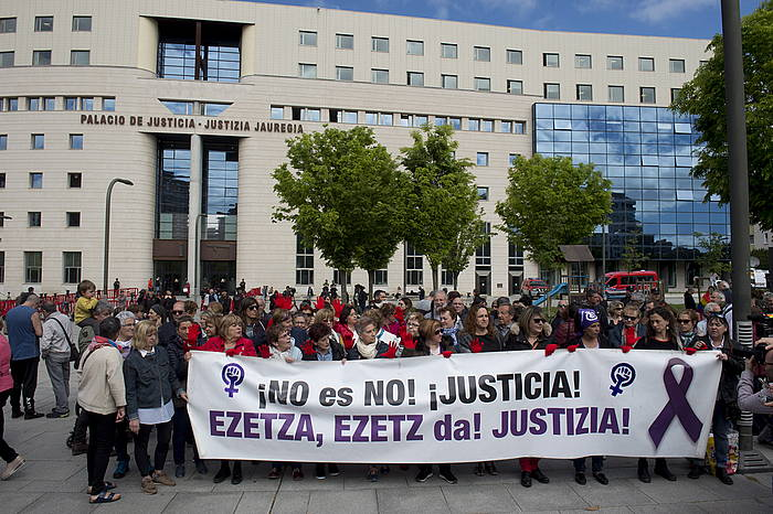 Mugimendu feministaren protesta, joan den ekainean, Nafarroako Auzitegiaren aurrean.