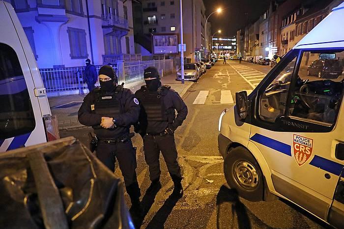 Poliziak, atzo, Neudorfeko operazioan.