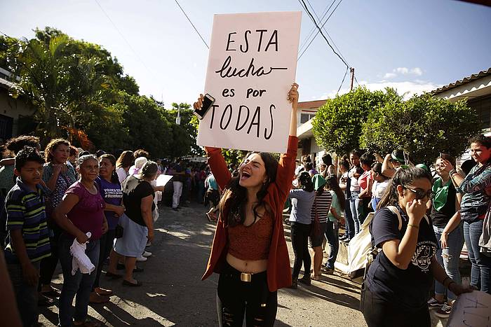 Erakunde feministak Imelda Cortez aske geratu izana ospatzen. /