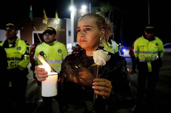 Erasoa izan zen polizia eskolaren aurrean protesta egin zuten herritarrek eta poliziek.