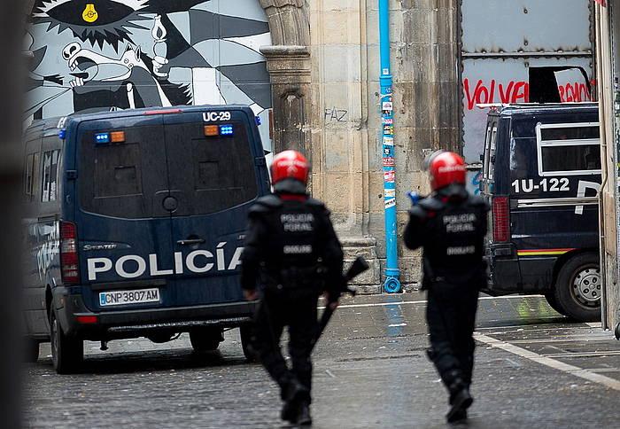 Espainiako Polizia eta Foruzaingoa, gaur, Nabarreria plazan.