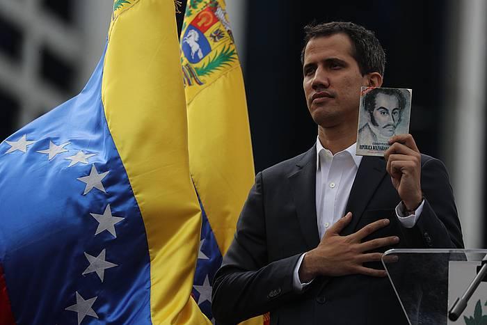 Juan Guaido, gaur, bere burua Venezuelako presidentetzat jo duen ekitaldian. /
