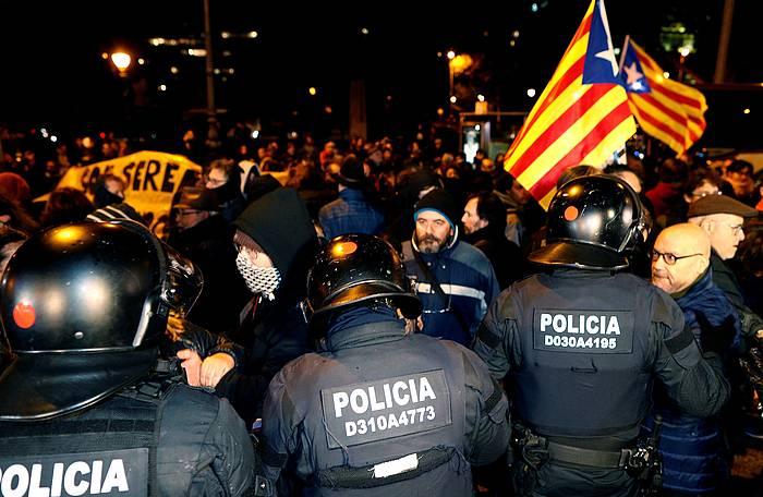 Espainiako Gobernuak Ministroen Kontseiluak Bartzelonan egin zueneko protestak, abenduan.