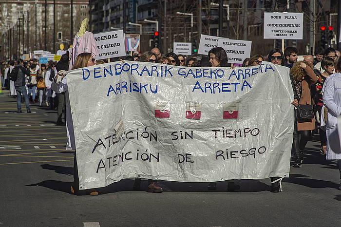Lehen arretako medikuek Gasteizen eginiko manifestazioa