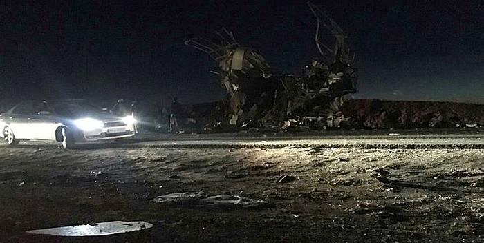 Balutxistango Zahedan eta Khax hirien arteko errepidean leherrarazi duten autobusaren irudia.