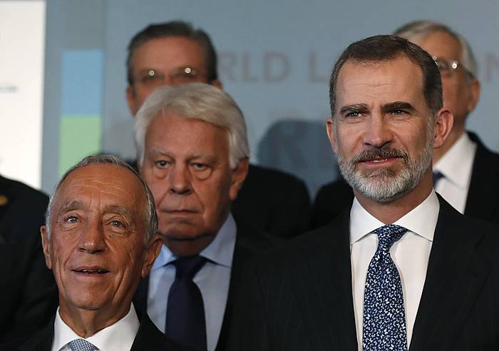 Marcelo Rebelo de Sousa Portugalgo presidentea, Felipe Gonzalez Espainiako presidente ohia eta Felipe VI. Espainiako erregea. ©Javier Lizón, efe.