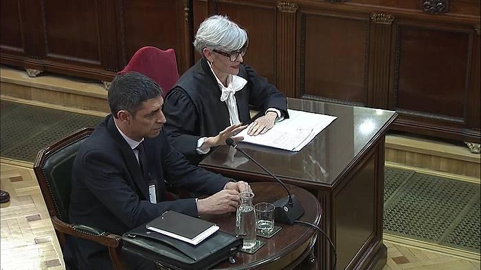 Josep Lluis Trapero Mossos d'Esquadraren buru ohia, Espainiako Auzitegi Gorenean deklaratzen.