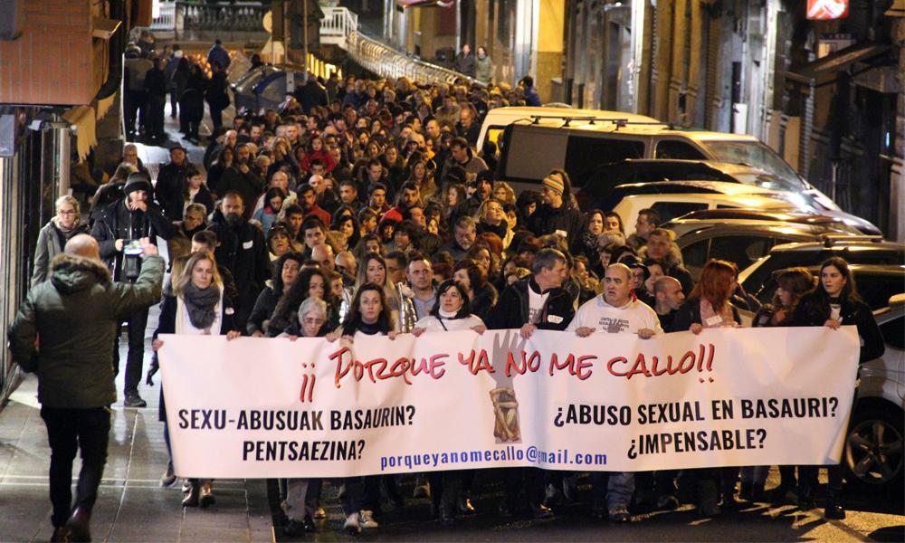 Urtarrilean abusuak salatzeko manifestazioa egin zuten Basaurin
