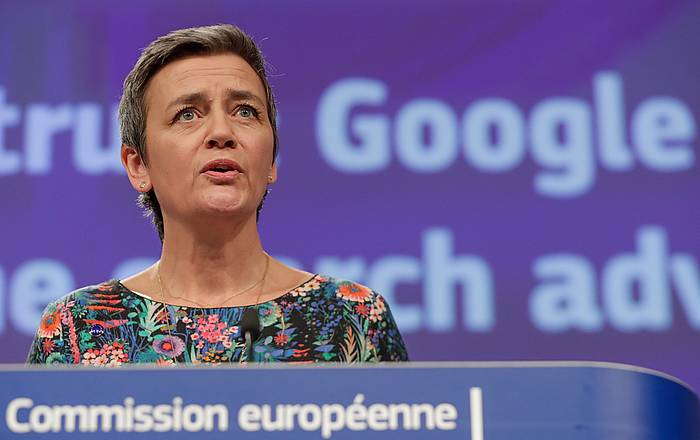 Margrethe Vestager komisarioa gaur, isunri buruzko azalpenak ematen.