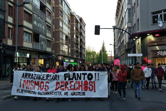 Arrazakeriaren kontrako manifestazioa, gaur, Gasteizen. ©Gasteizko Arrazakeriaren Kontrako Plataforma
