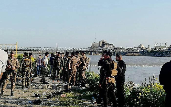 Soldadak hondoratzearen unetik gertu, gaur, Tigris ibaiaren bazterrean.