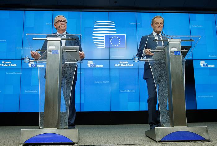 Jean Claude Juncker Europako Batzordeko presidentea eta Donald Tusk Europako Kontseiluko presidentea, atzo, hedabideen aurreko agerraldian.
