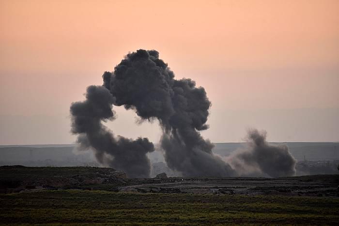 Bonbardaketa bat Siriako Baghuz hiritik gertu, duela hilabete bat. ©MURTAJA LATEEF / EFE