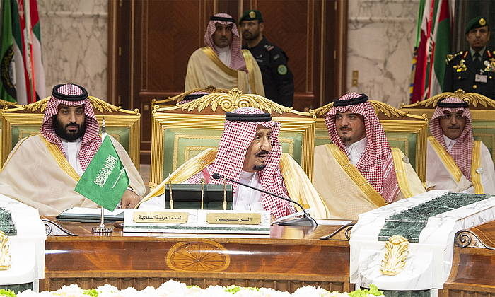 Salman bin Abdulaziz erregea (erdian). ©Bandar Algaloud, EFE