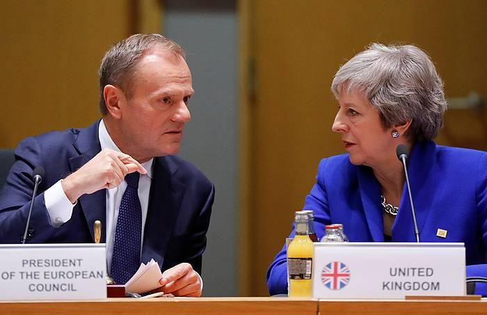 Europar Kontseiluko buru Donald Tusk eta Erresuma Batuko lehen ministro Theresa May, artxiboko argazki batean. / ©Oliver Hoslet, EFE