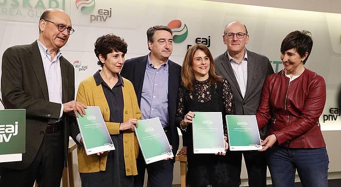 EAJk Espainiako hauteskundeetarako osatu duen programaren aurkezpenerako agerraldia, atzo, Bilbon. ©Luis Tejido, EFE