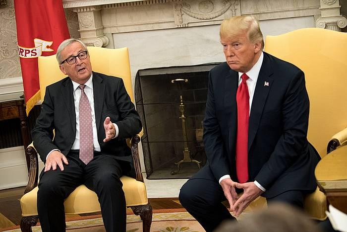 Jean-Claude Juncker eta Donald Trump Etxe Zurian, iazko uztailean.