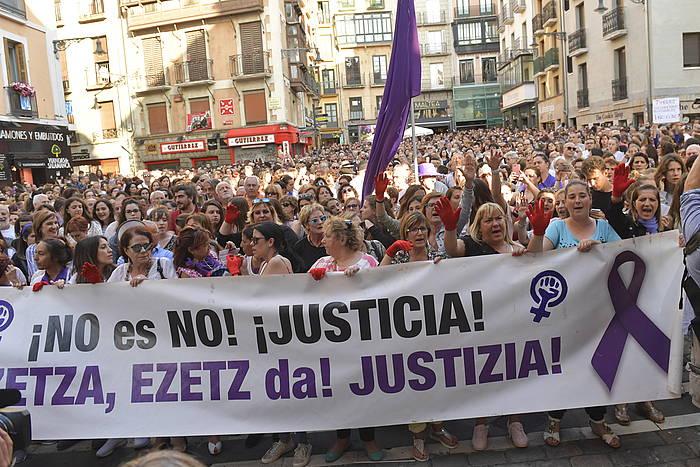 Irueko 2016ko sanferminetako sexu erasotzaileak aske uztearen kontrako manifestazio bat, iaz, Iruñean. ©Idoia Zabaleta, Foku