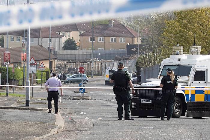 Polizia Derryn, Lyra McKee tirokatu zuten lekuan.
