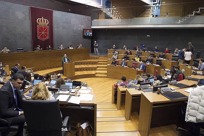 Nafarroako Parlamentuko osoko bilkura bat. Artxiboko irudia.