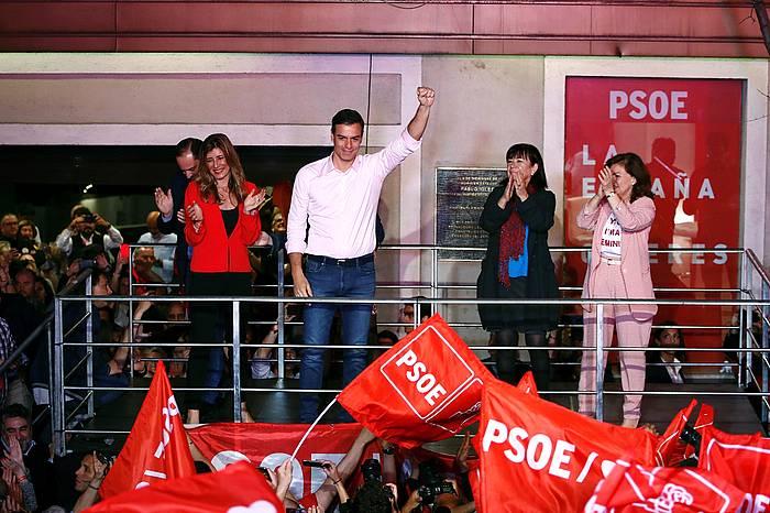 Pedro Sanchez Espainiako presidente eta PSOEren presidente gaia, atzo, alderdi sozialistaren hauteskunde garaipena ospatzen. ©Javier Lopez, EFE