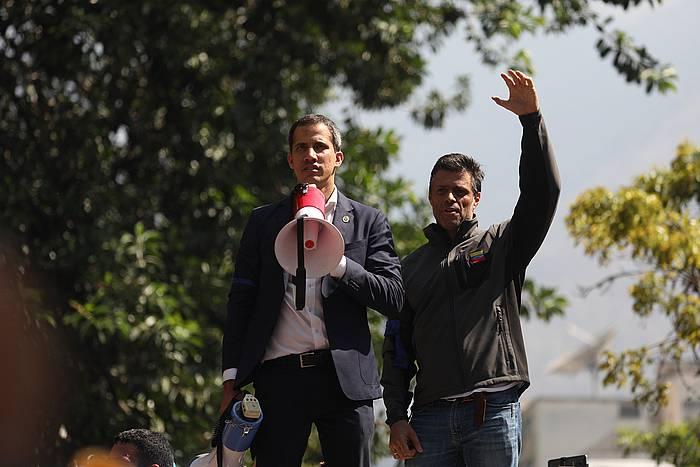 Juan Guaido eta Leopoldo Lopez, atzo, Nicolas Maduroren gobenruaren aurkako altxamendura deitzeko manifestazioan.