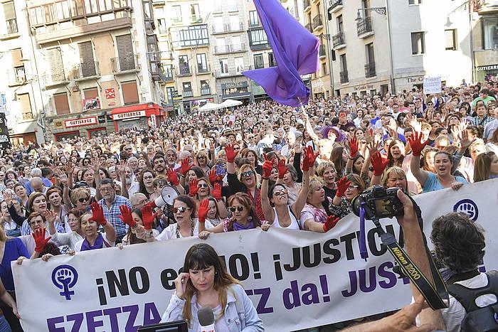 Sanferminetako bost erasotzaileak baldintzapean aske uztearen kontrako protesta, iazko ekainean, Iruñean. ©Idoia Zabaleta, Foku