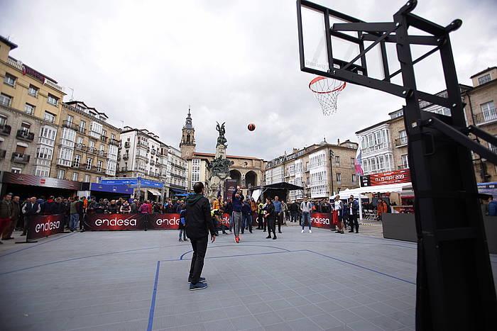 Gasteizko Andra Mari Zuriaren plaza, gaur goizean. ©Endika Portillo, Foku