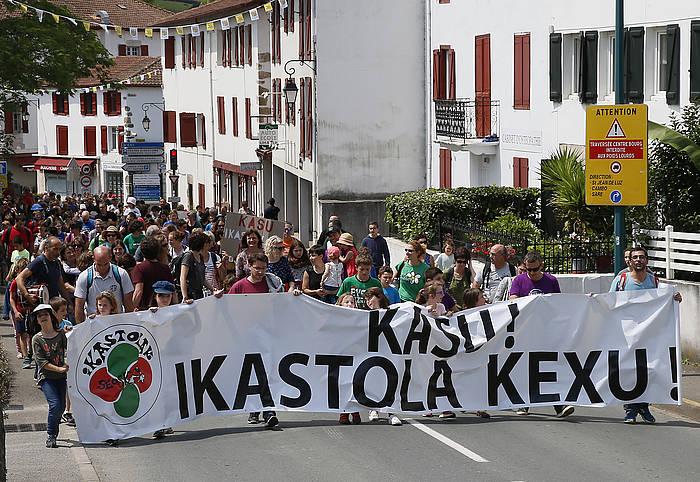 Seaska ikastolaren manifestazioa, iazko ekainen, Senperen (Lapurdi).