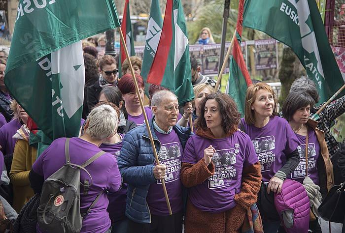 Gipuzkoako zahar etxetako langileen protesta Gipuzkoako Foru Aldundiaren aurrean, artxiboko argazkian.