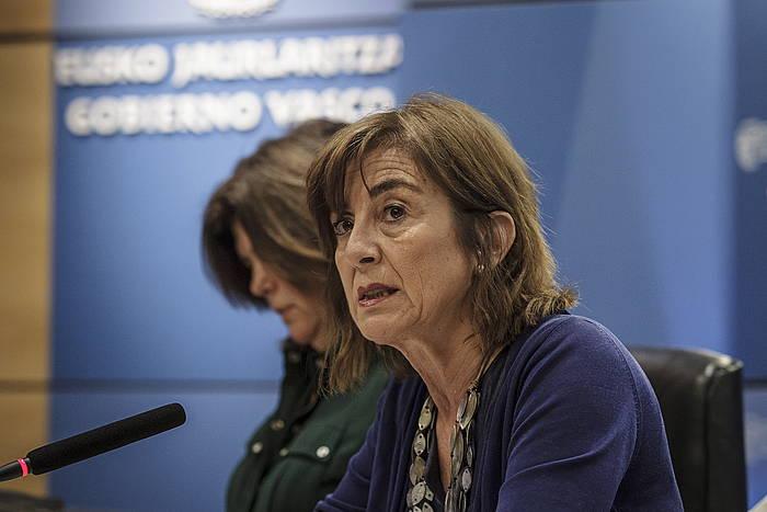 Cristina Uriarte Hezkuntza sailburua, agerraldi batean./