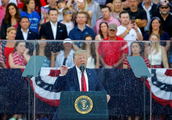 Donald Trum AEBetako presidentea, atzo, Washingtonen, AEBen Independentzia Eguneko Etxe Zuriaren ekitaldian.