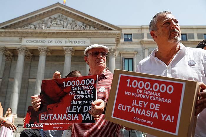 Eutanasiaren aldeko protesta Espainiako Kongresuan.