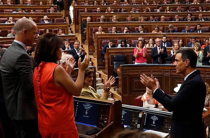 Pedro Sanchez Espainiako jarduneko presidente eta PSOEren presidentegaia, gaur, Espainiako Kongresuan, inbestidura saioko hitzaldia egin ostean.
