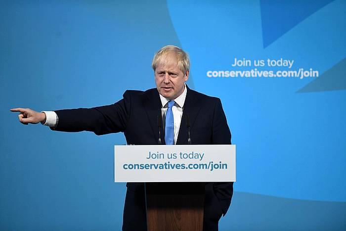 Boris Johnson alderdikideen aurrean, gaur. ©EFE