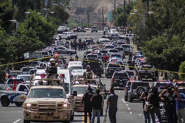 Polizia ugari Tijuanan hilketa baten berri izan ostean. / ©Joebeth Terriquez / EFE