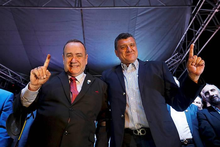 Alejandro Giammattei presidentegaia eta Guillemo Castillo haren hautagaitzako bigarrena, gaur, Guatemalako Hirian. ©Esteban Biba / EFe