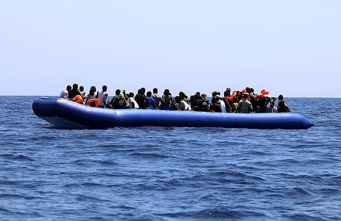 'Ocean Viking' ontziak astelehenean erreskatatu zituen 105 migratzaileak, Libiako kostaren barean, kautxuzko ontzi batean.
