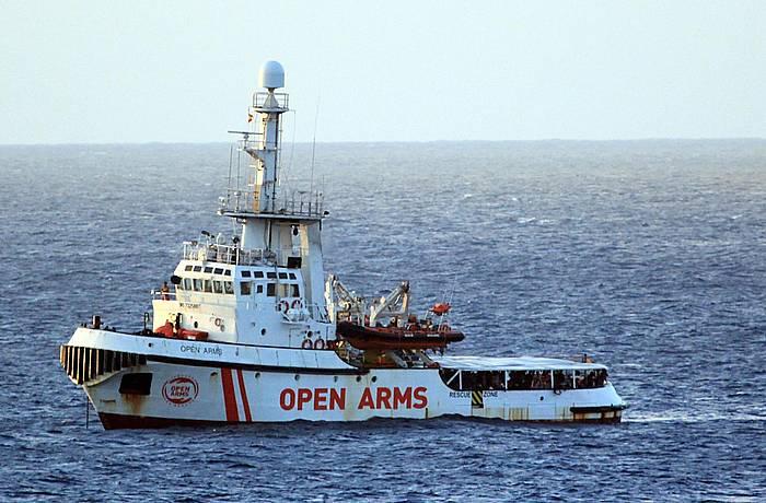 'Open Arms' ontzia, atzo, Lampedusa uhartearen hurbileko uretan.