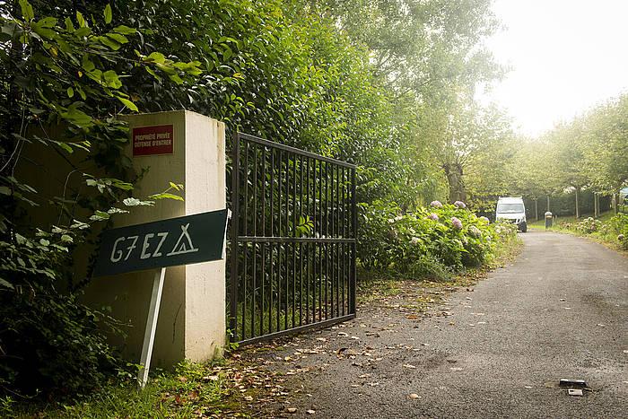 G7aren aurkako kanpalekuaren sarrera, Hendaian. ©GuiIlaume Fauveau