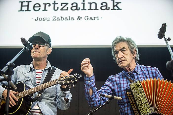 Gari eta Josu Zabala, Euskaldunako kontzertuak aurkeztu zituztenean.