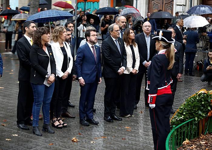 Quim torra Kataluniako presidentea Rafael Casanovari eginiko lore eskaintzan, gaur, Bartzelonan.