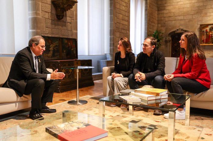 Gure Eskuko ordezkaritza bat Quim Torra Kataluniako presidentearekin batera, gaur, Bartzelonan egin duten bileran.