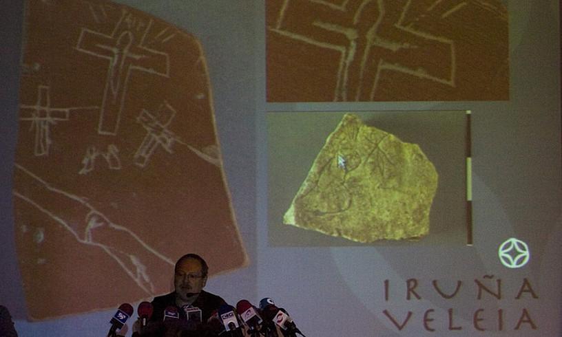Eliseo Gil Lurmen enpresako burua, 2008an, Iruña-Veleiako aurkikuntzak defendatzekoagerraldi batean.