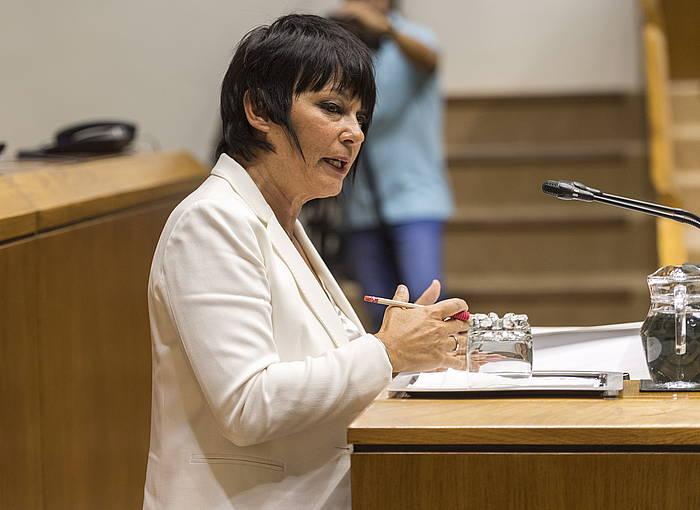 Maddalen Iriarte EH Bilduko legebiltzarkidea, gaur, Eusko Legebiltzarrean, politika orokorreko eztabaidan.