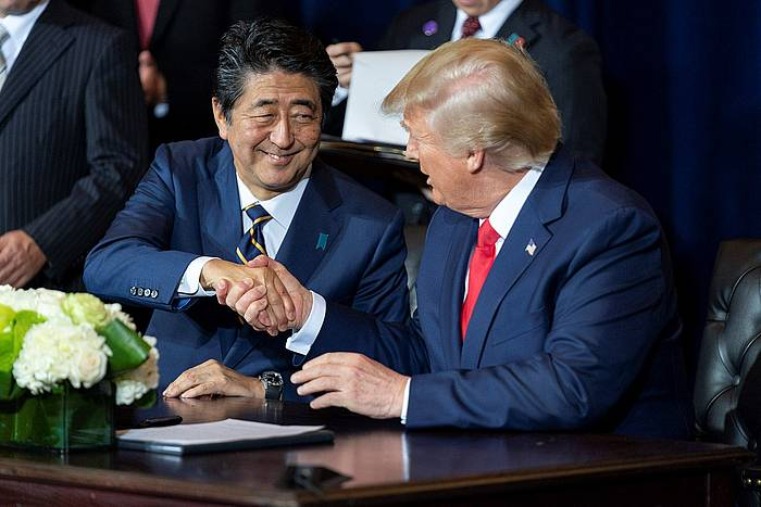 Shinzo Abe eta Donald Trump itun komertziala sinatzen, New Yorken. ©SHEALAH CRAIGHEAD / EFE